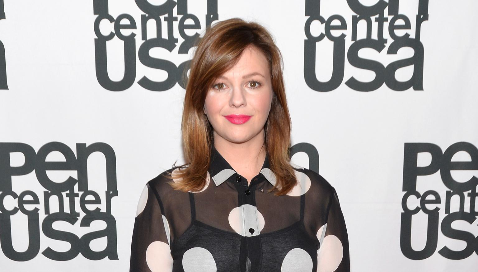 amber tamblyn announces pregnancy in emotional essay about sexual amber tamblyn
