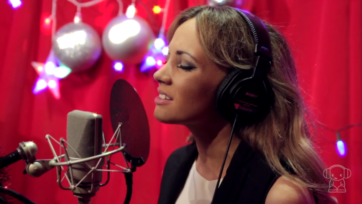 Samantha Jade performs 'All I Want For Christmas'
