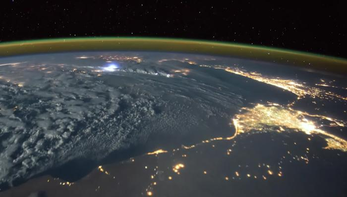 An astronaut filmed a lightning storm from space – and it is BEAUTIFUL | FIVEaa