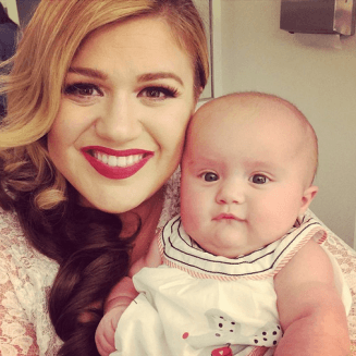 Kelly Clarkson talks about her labour with River Rose