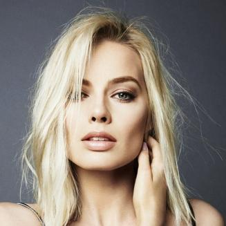 Margot Robbie confesses what she stole fromt he movie set