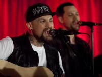 madden-brothers-perform-dear-jane-in-novas-red-room