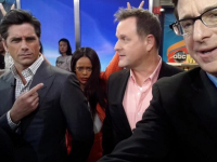 Rihanna photobombs the 'Full House' cast