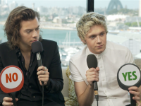"Harry and Niall play the ""Yes No"" game"